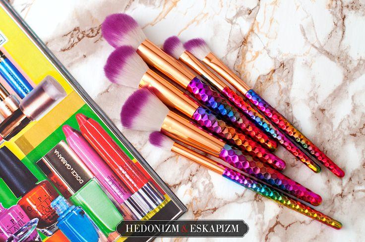 Rainbow make up brushes: http://unaweblog.blogspot.com/2017/05/teczowe-pedzle-z-rose-wholesale.html
