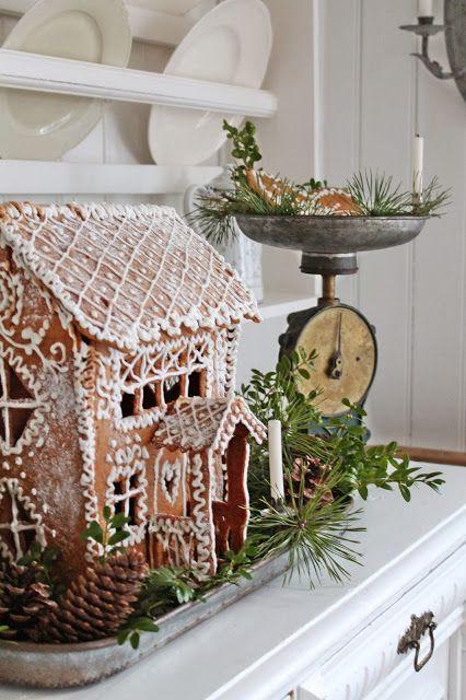 Jak zrobić domek z piernika? Oto inspiracja! #finuu #finuupl #finland #finlandia  #gingerbread #gingerbreadhouse #domekzpiernika #piernik #ciasto #cake #bożenarodzenie #christmas #xmas #dekoracjeświąteczne #ozdoby #diy #handmade