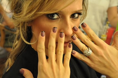 french manicure variation, There is something about the dark tips with dark color