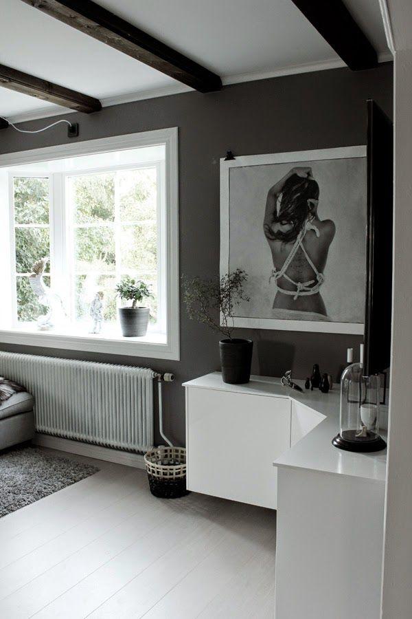 DIY: Vägghängd möbel vid TV. Mer info i bloggen.