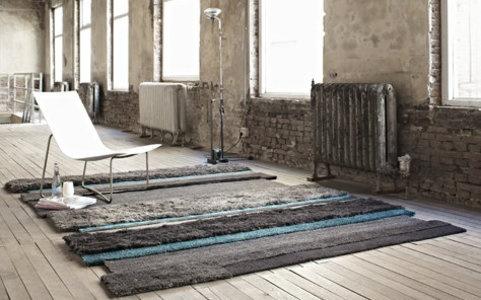Creëer sfeer met een karpet.    Steeds meer mensen kiezen voor harde vloeren. Tegels, beton, korreltapijt, laminaat of hout is steeds vaker de basis in een woon- of slaapkamer. Natuurlijk is dit erg mooi en geweldig makkelijk schoon te maken. Echter is een harde vloer wat koud en kil.    Er zijn veel manieren om sfeer te creëren, maar met een karpet sla je twee vliegen in een klap. Meer info: http://www.wonenwonen.nl/karpetten/303