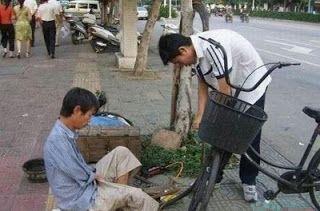 Η ΔΙΑΔΡΟΜΗ ®: Ο ανάπηρος τεχνίτης