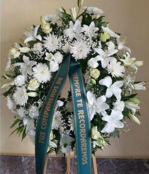 Corona funeraria Respeto floristería para enviar flores para funerales a tanatorios de toda España. Precios con IVA entrega y banda todo incluido