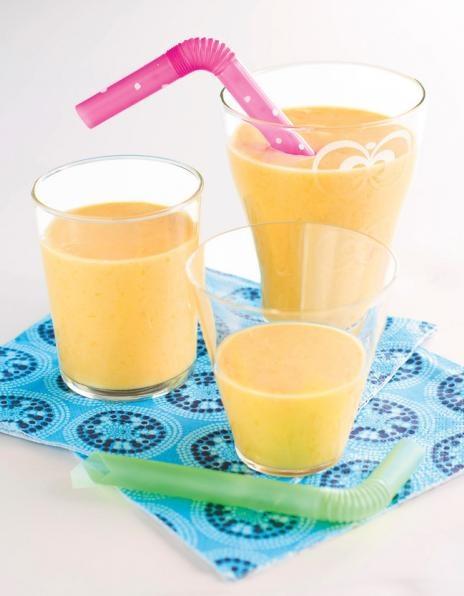 Raikas mangosmoothie on helppo ja nopea välipala. Rahka antaa smoothieen mukavaa kuohkeutta.