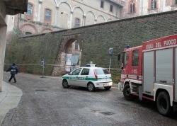 Castello di Vigevano, cede un muro: chiusa via Riberia