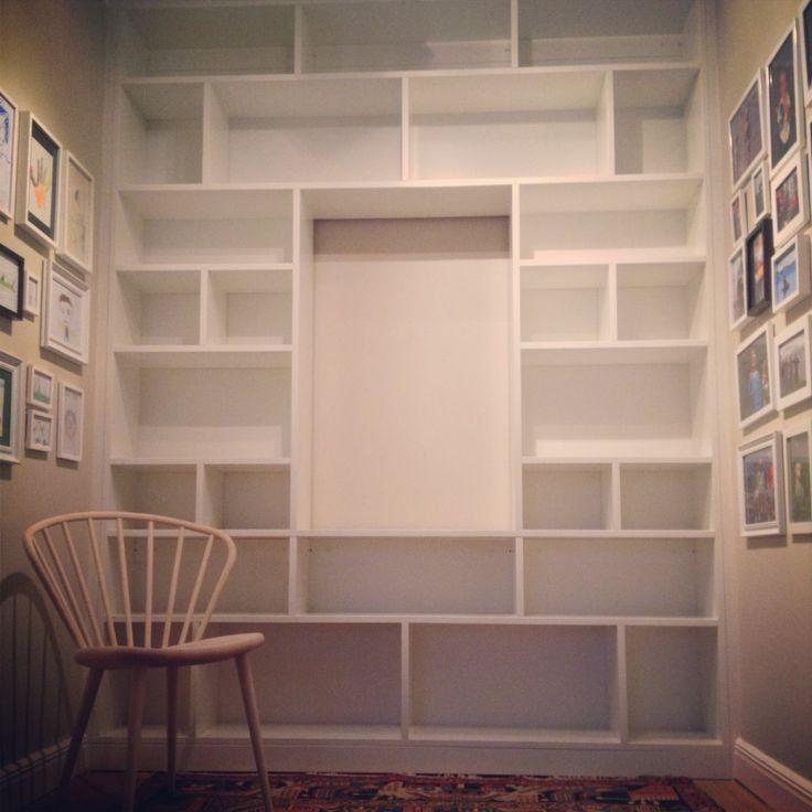 platsbyggd bokhylla med tv - Sök på Google