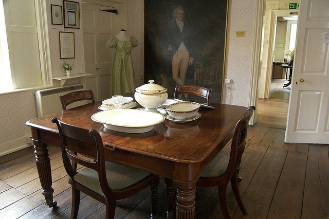 The Dining Room, Jane Austen's Home, Chawton, Hampshire. The table was a present from her brother.