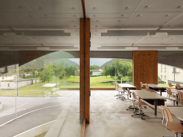 Schoolhouse Grono / Raphael Zuber