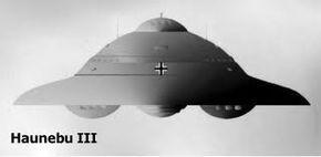 """El Haunebu II, tenía 31 metros de diámetro y 11 de altura. Su velocidad en vuelo tenía que ser de 6.000 kilómetros hora dentro de la atmósfera terrestre y se creía que podría viajar por el espacio exterior. La """"SS"""" aun tenía planes mucho más atrevidos, habían diseñado una nave la Haunebu III de 120 metros de diámetro, e incluso diseñaron una estación espacial gigante a la cual llamaron """"Maquina Andromeda"""" su peso era de 100 toneladas; el peso no les era problema para ponerla en órbita."""