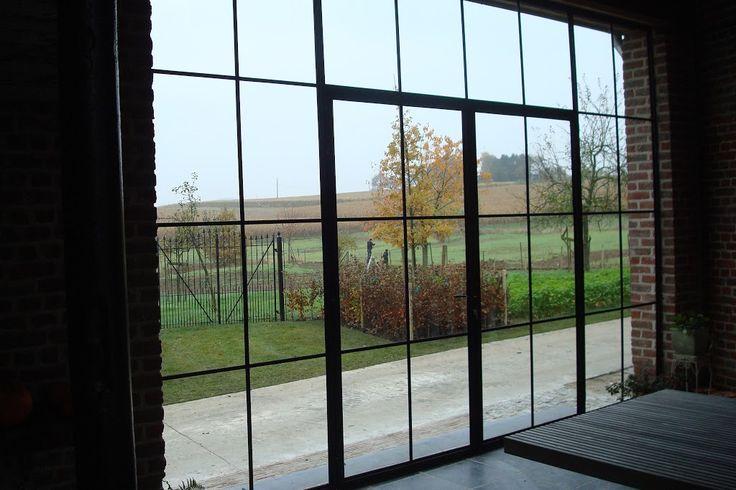 Meer dan 1000 afbeeldingen over glazen pui stallen op pinterest ramen google en raam - Metaal schorsing en glazen ...