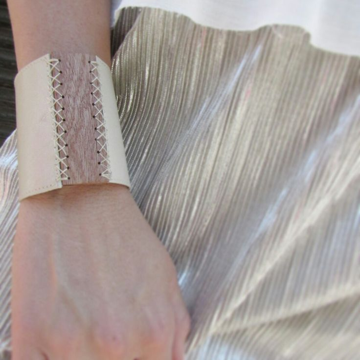 Summer bracelet leather-and-wood