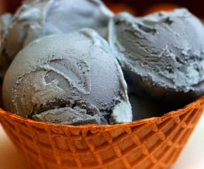 Helado de carbón dulce