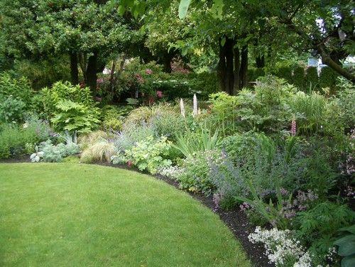 traditional landscape: Gardens Beds, Flowers Beds Design, Gardens Design Ideas, Landscape Design, Annual Flowers, Perennials Gardens, English Gardens, Shrub, Traditional Landscape