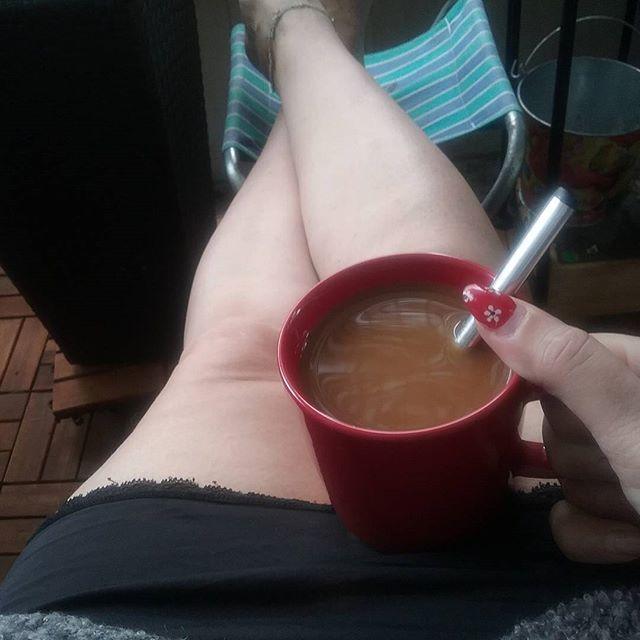 HYVÄÄ HUOMENTA...Ihana ja Rauhallinen Kahvi hetki Puutarha, Parvekkeella...ELÄMÄNTPA ❤Blogissa jatketaan PUUTARHA, Parveke jutuilla. Tykkään, Viihdyn ja Nautin. KESÄÄ Odotellen, Aurinkoa&Lämpimiä Ilmoja tännekkin päin, KIITOS. Tarkenee jo paremmin ulkosalla ja vähemmillä vaatteilla hihih...HYMY #blogi #aamu #kahvi #hetki #rauhallinen #puutarha #parveke #kesä #lämmintä #elämäntapa #sisustus #koti ❤🌼🌞💡☺📷😎