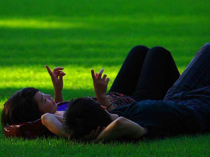 13 Cara Membuat Agar Pacar Merasa Istimewa | IDFree