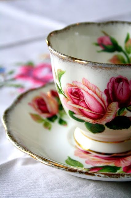 roses tea cup