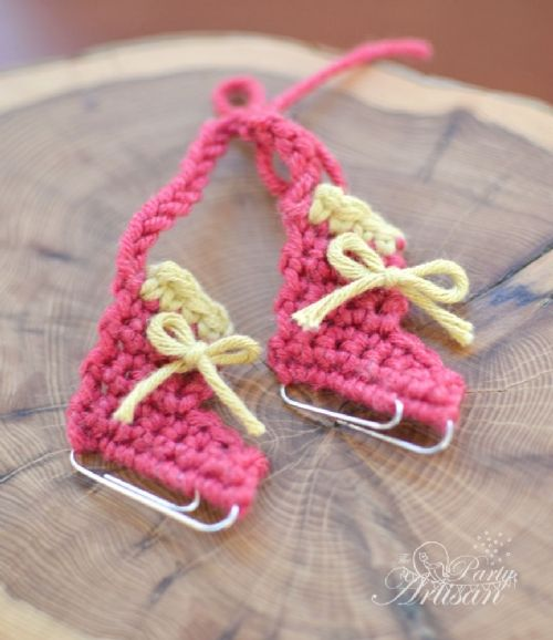 Crocheted ice-skate ornament - Heidi, have you seen these?