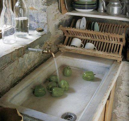 Fregaderos amplios ca os y piedra una cocina que - Fregaderos de piedra antiguos ...
