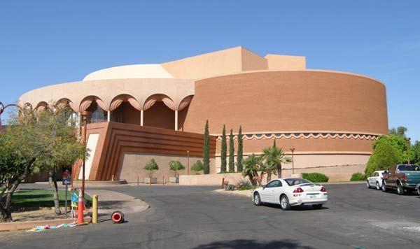 Фрэнк Ллойд Райт (Frank Lloyd Wright): The Grady Gammage Memorial Auditorium, Tempe, Arizona (Мемориальный зал Грэйди-Гэммидж, Государственный университет, Темп, Аризона), 1959