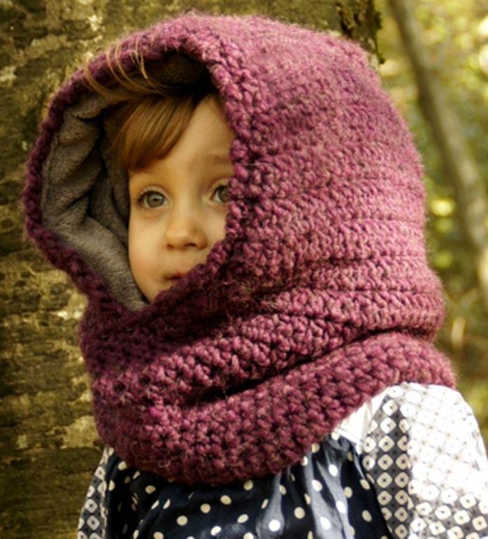 Cagoule tricotée et doublée de polaire.
