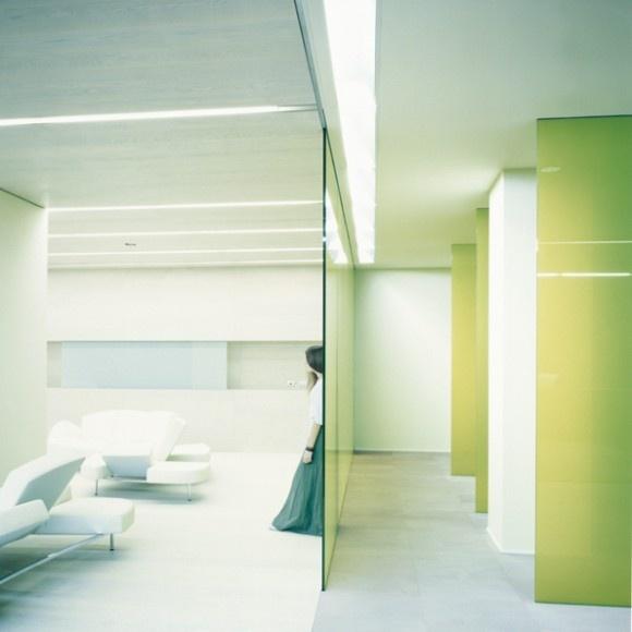 Proyecto Áreas Lounge, sofá modelo Flap de Edra e iluminación técnica modelo OnOff de Norlight. Mobiliario e iluminación de diseño para oficinas, restauración, hoteles y contract. (Espacio Aretha agente exclusivo para España)