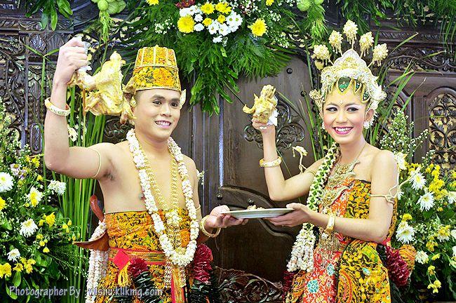 Wisnu Photographer: Foto Wedding Chaca & Peik - Sesi Acara Panggih Win...