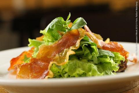 Per Paolo - Vila Mariana (jantar)    Salada de verdes com Crispy de presunto cru ao molho de amoras