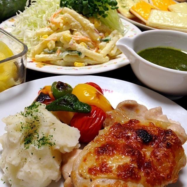 彩りも香りも楽しめるソースです。お肉・お魚・パスタ・パンなど、色々な食材に合わせてね♪♪ - 189件のもぐもぐ - バジルソースです。採れたての香りごとソースにして♪♪今回は鶏もも肉のグリルにかけて頂きます☆ by ゆんゆんゅん
