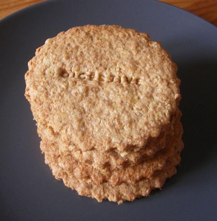 Cookies aux son de blé et flocons d'avoine  150 g farine T55 ou 65 60 g de son de blé 60 g flocons d'avoine 1/2 cc de bicarbonate de soude/levure chimique 60 g beurre coupé en cube 110 g sucre 1 oeuf 2 cs eau  Dans un bol, mélangez la farine, le son, les flocons d'avoine et le bicarbonate de soude. Ajoutez le beurre et travaillez les iingrédients pour faire un mélange sablé. Ajoutez le sucre et l'oeuf. Mélangez en ajoutant l'eau petit à petit jusqu'à ce que le tout forme une boule. .