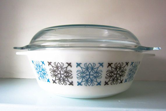 Large Vintage lidded pyrex casserole dish by thevintagemagpie01