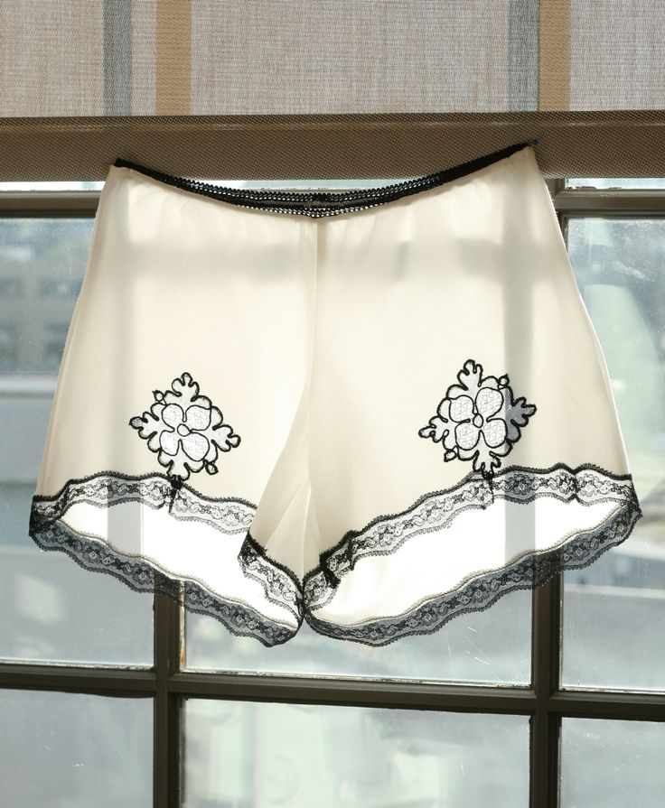 Knickers with Lace Applique and Trim Tutorial   Coletterie