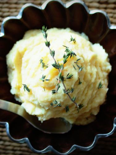 parsnip puree, a healthy alternative to mashed potatoes 2 lbs parsnips, peeled and ends trimmed 2 cups chicken stock 4 branches fresh thyme 6 cloves garlic, skins on, smashed 1 tbsp butter Kosher salt and freshly ground black pepper