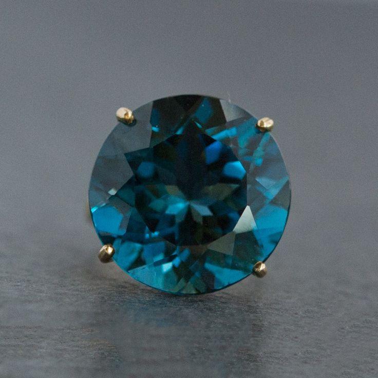 Blue topaz 1483 €