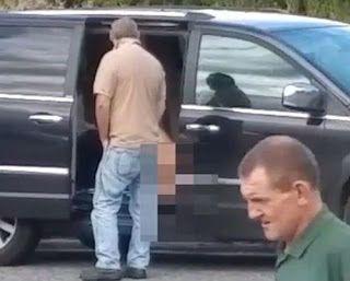 R12 Noticias : Mulher é flagrada usando vibrador em estacionament...