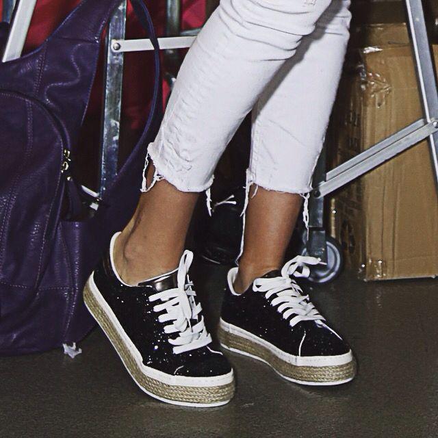 Nadège a choisi les espadrilles compensées noir et strass de chez Paris City Shoes!  Pour les commander: http://www.paris-city-shoes.com/baskets/1136-espadrilles-femme-compensees-a-strass-noir-alizia.html #shoes #love #fashion #mode #paris
