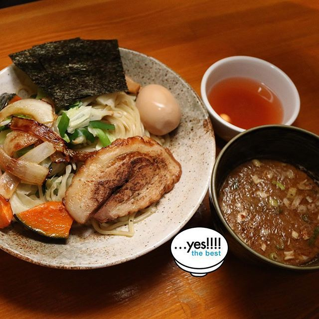…yes! Noodles and soup, broiled pork is high quality. In addition,In order to further enjoy the vegetable taste and texture, vegetable toppings come in two types: boiled and stir-fried.