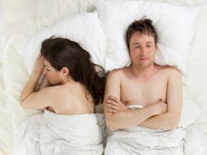 La vidéo parle d'elle même:    Découvrez des conseils pour devinersi votre conjoint(e) est infidèle:  1er signe. La perte de l'intérêt et une distance qui s'installe. Celui-ci semble assez évident et je pense que c'est l'un des signes