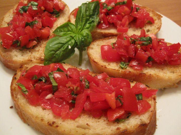 Bruschetta al pomodoro (verse tomaat op geroosterd brood)