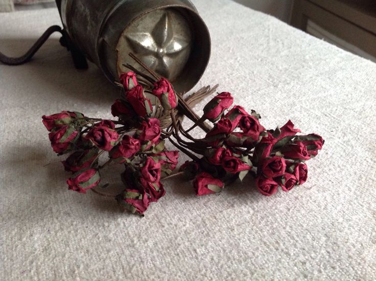 Vintage Millinery Flowers 4 Bouquets Red Roses / Hats & Fascinators Vintage Wedding Something Old / Paper Flowers (18.00 GBP) by BrocanteArt