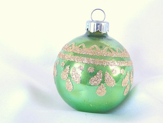 Vintage small apple green mod shiny brite christmas tree for Small gold christmas ornaments