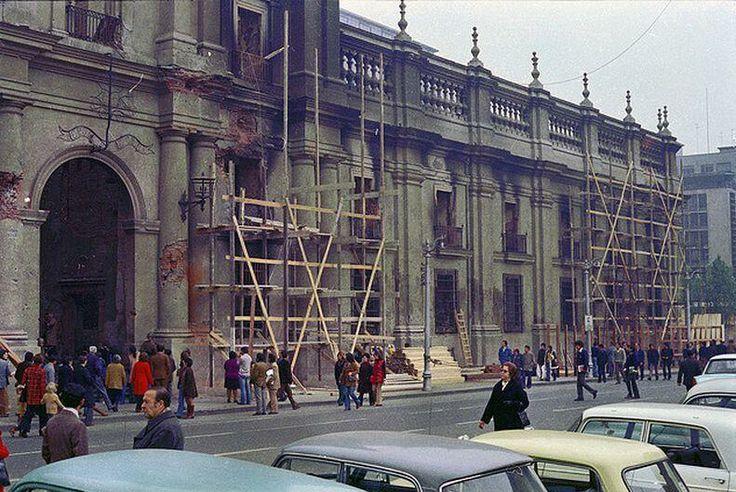 La Moneda herida, magullada y fracturada en 1973. Aporte de @alb0black. Stgo adicto.