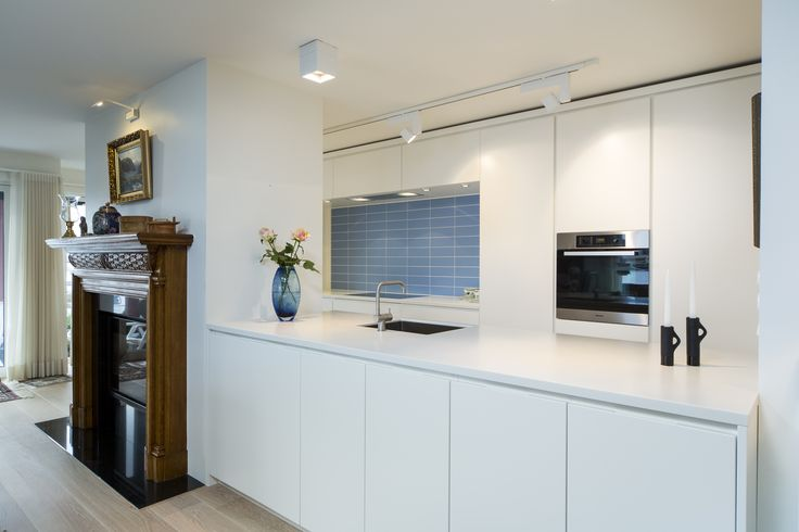 White Boform Line with top in Corian and appliances from Miele