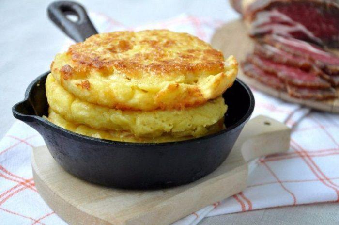 Turtițe delicioase din făină de porumb și cașcaval — o alternativă excelentă pentru pâine! - Retete-Usoare.eu