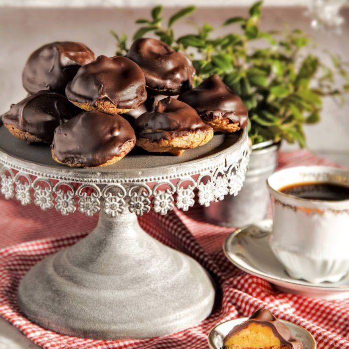 Chokladbiskvier fyllda med saffranstryffel