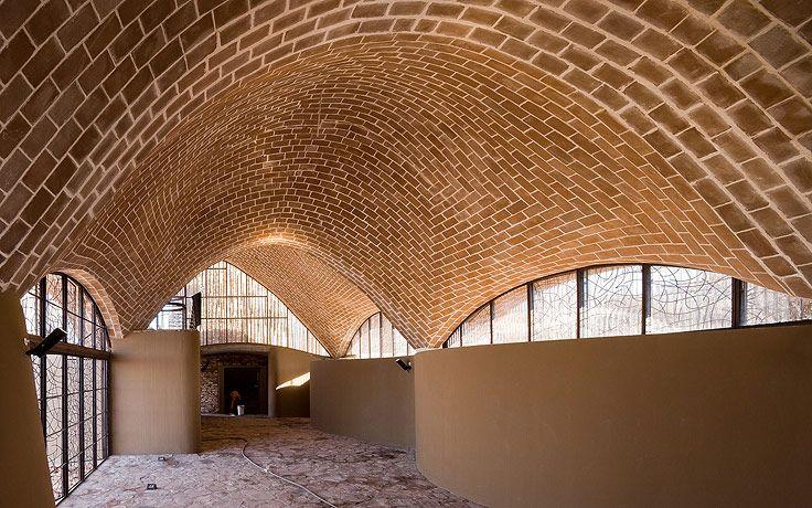 Mapungubwe Interpretation Centre / Peter Rich Architects