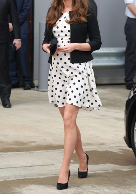Kate middletons super cute topshop dress ! <3