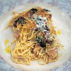 Een heerlijk recept: Jamie Oliver: pasta met kip en paddenstoelen uit de oven