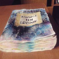 Podesłała Ola Karciarz #zniszcztendziennikwszedzie #zniszcztendziennik #kerismith #wreckthisjournal #book #ksiazka #KreatywnaDestrukcja #DIY