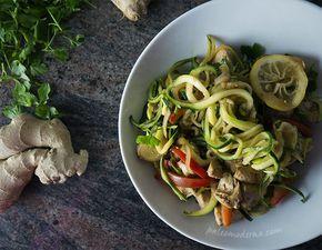Tallarines vegetales con pollo #paleo #whole30 #glutenfree#dairyfree Thai zoodles with chicken