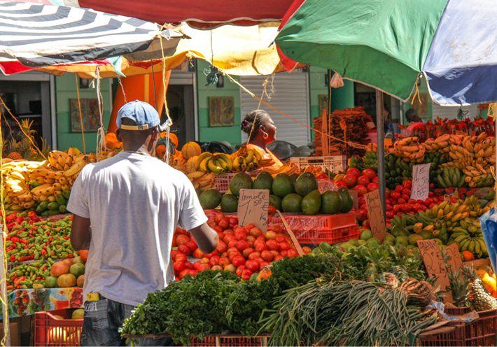 Le marché de Basse Terre est le plus important et le plus varié de toute la côte sous le vent.